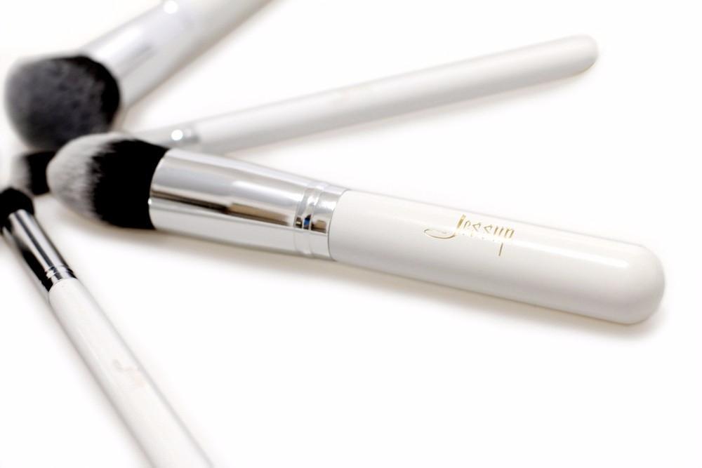 T075 10 PCs Kabuki Series Brush Set - White and Silver
